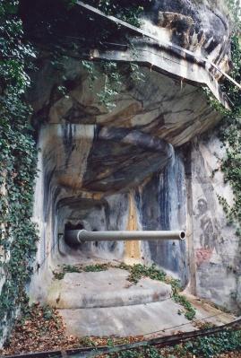 80---Embrasure-et-canon-de-105-AC---fort-de-Cindey